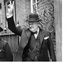 Churchill au 10 Downing Street le 5 juin 1943. Crédit : Imperial War Museums.
