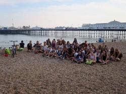Séjour à Brighton en juillet 2015 : le groupe au bord de la mer
